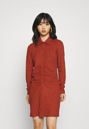 ONLHONEY SHIRT DRESS - Vestito di maglina - roasted russet