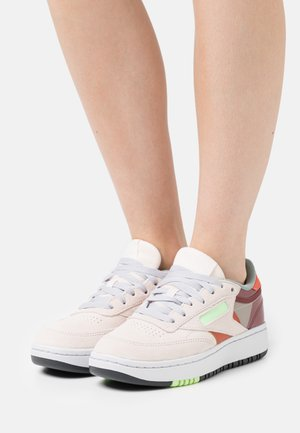 CLUB C DOUBLE - Zapatillas - ceramic pink/boulder grey/twisted coral