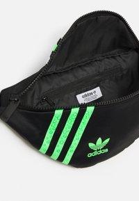 adidas Originals - WAISTBAG - Ledvinka - black - 2