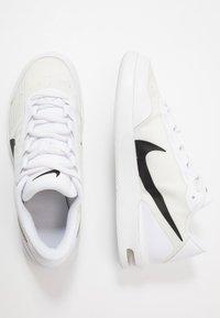 Nike Performance - COURT AIR MAX VAPOR WING MS - Tennisschoenen voor alle ondergronden - white/black - 1