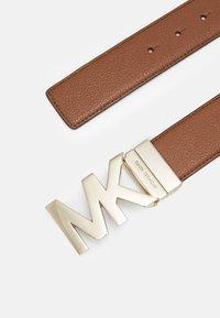 MICHAEL Michael Kors - PEBBLE TO LOGO ON PLAQ - Belt - luggage/gold-coloured - 3