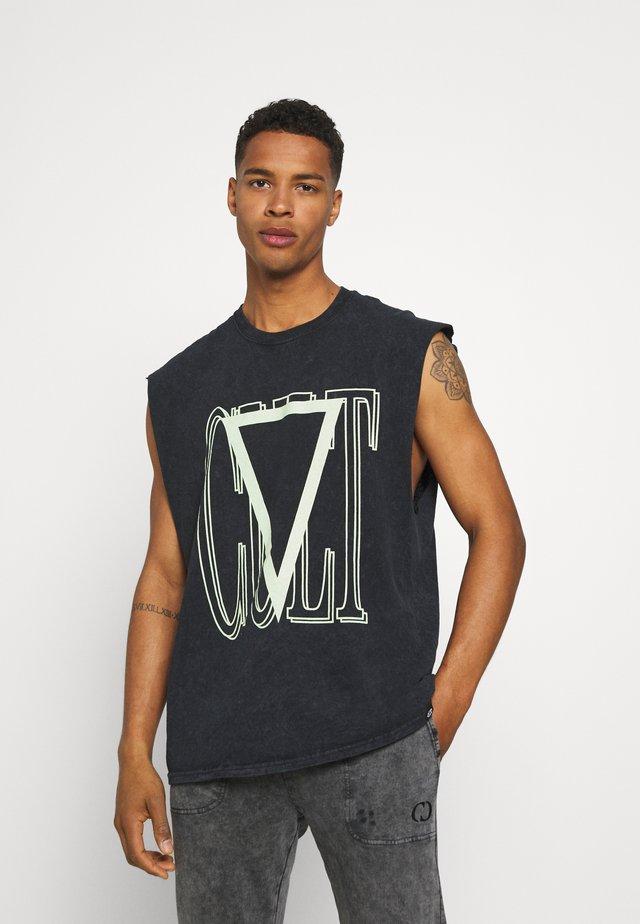 CULT SLEEVELESS TEE - T-shirt z nadrukiem - black