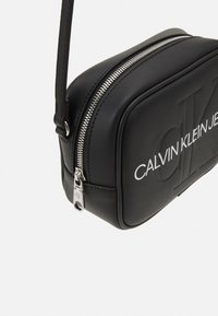 Calvin Klein Jeans - CAMERA BAG - Bandolera - black - 4