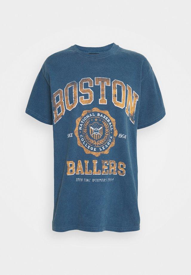 COLLEGIATE VARSITY TEE - T-shirt imprimé - blue