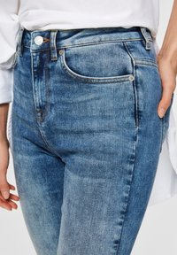 Selected Femme - SKINNY FIT JEANS HIGH WAIST - Jeans Skinny Fit - medium blue denim - 4