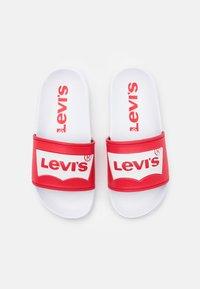 Levi's® - POOL UNISEX - Muiltjes - red/white - 3