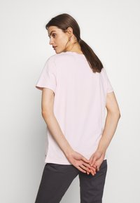 Tommy Hilfiger - NEW TEE  - Print T-shirt - pale pink - 2