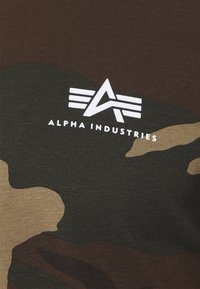 Alpha Industries - T-shirt z nadrukiem - mottley green - 6