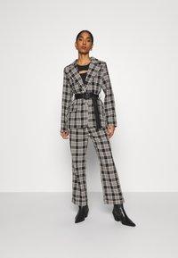 Fashion Union - VAMY TROUSER - Kalhoty - check - 1
