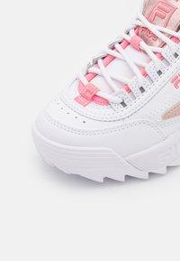 Fila - DISRUPTOR KIDS - Trainers - white/iridescent - 5