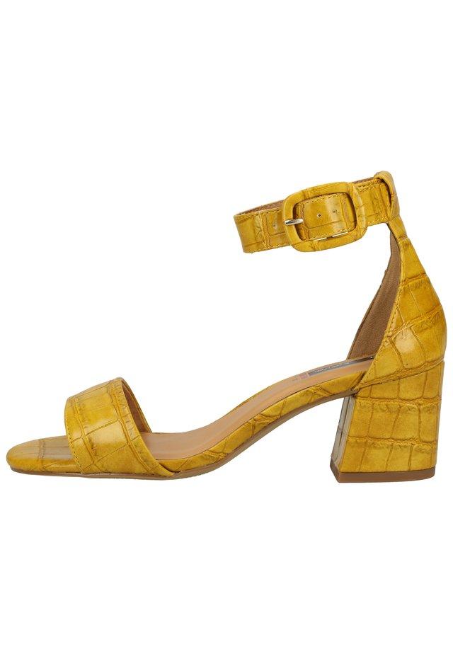 Sandały - yellow 600