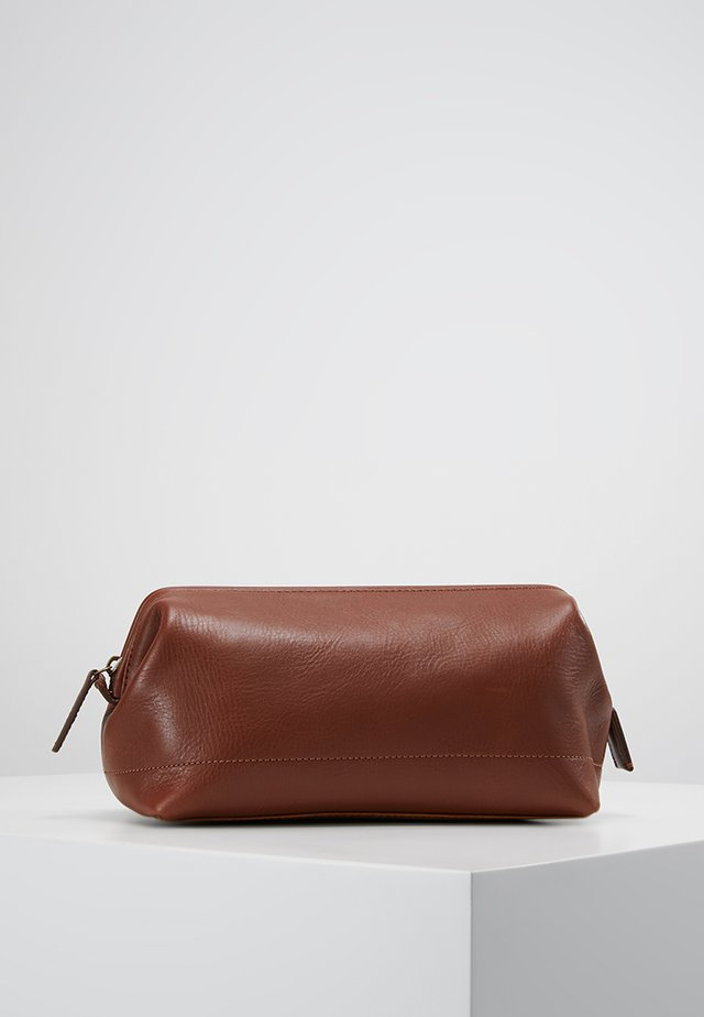 SHAVE KIT - Wash bag - cognac