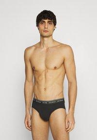 Calvin Klein Underwear - DAYS OF THE WEEK HIP BRIEF 7 PACK - Braguitas - black - 2