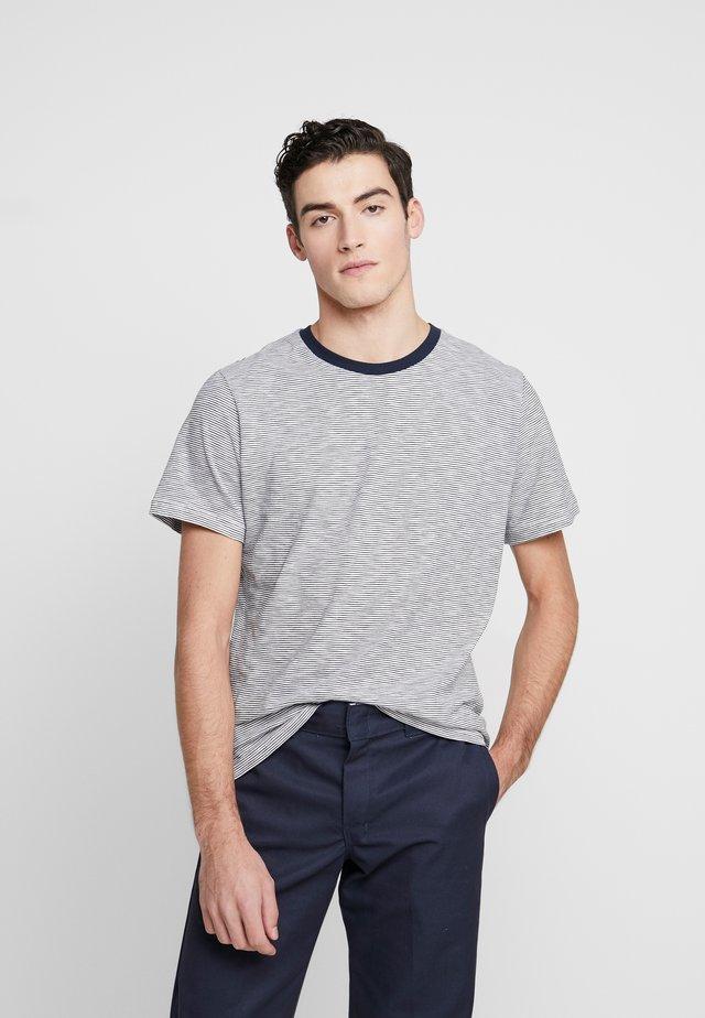 THE ORGANIC MULTISTRIPED TEE - T-shirt imprimé - wihite/blue