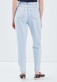 BONOBO Jeans - Jeans Tapered Fit - denim bleach - 2