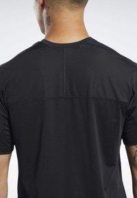 Reebok - Print T-shirt - black - 4