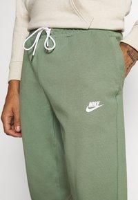 Nike Sportswear - MODERN  - Träningsbyxor - spiral sage - 4
