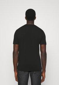 Emporio Armani - Print T-shirt - nero - 2