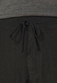 120% Lino - TROUSERS - Kalhoty - black - 4