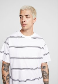 Cotton On - GRADUATE TEE - Basic T-shirt - white/ink navy - 4