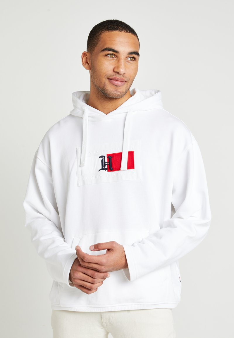Tommy Hilfiger - UNISEX LEWIS HAMILTON RED BOX LOGO HOODY - Hoodie - white