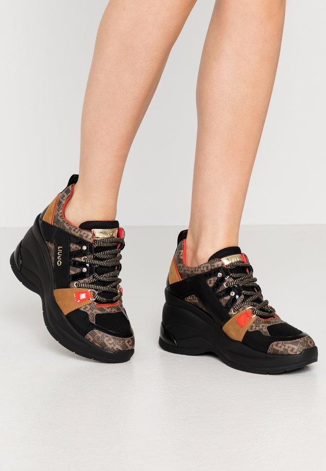 KARLIE REVOLUTION  - Sneakers laag - black/burgundy