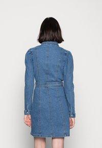 Vero Moda - VMMAGGIE SHORT DRESS - Denim dress - medium blue denim - 2