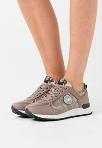 Colmar Originals - TRAVIS PUNK - Trainers - beige/light gold - 0