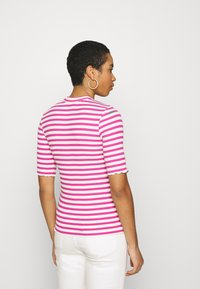 Selected Femme - SLFANNA CREW NECK TEE - Print T-shirt - rose/violet - 2