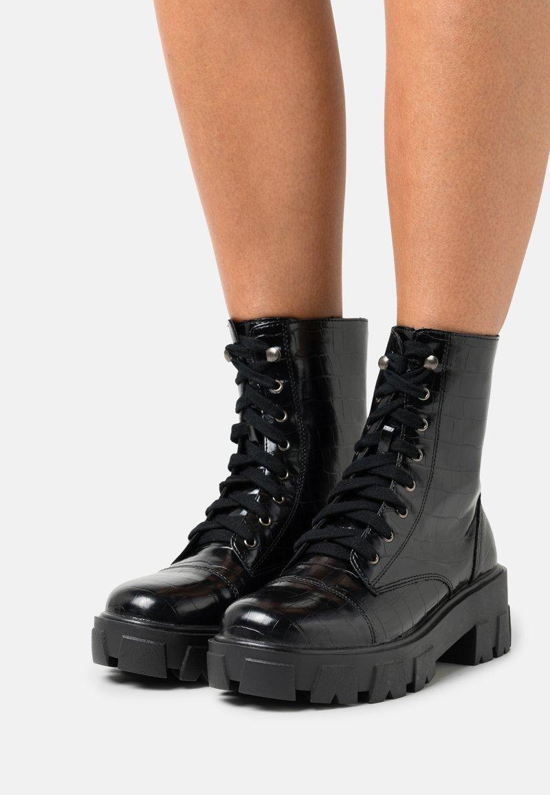 Glamorous Wide Fit - Enkellaarsjes met plateauzool - black