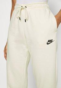Nike Sportswear - Pantalon de survêtement - coconut milk - 3