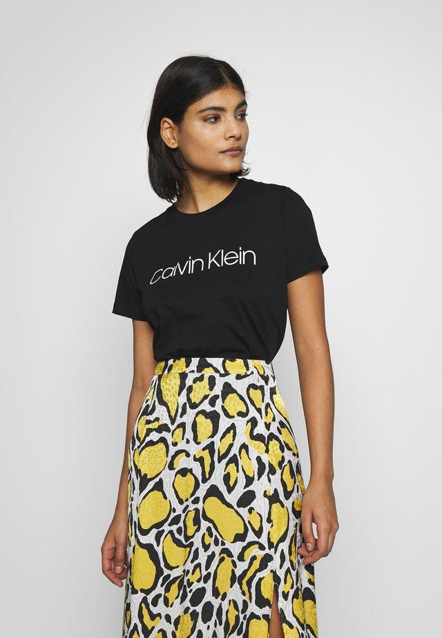 CORE LOGO CREW TEE - Print T-shirt - black