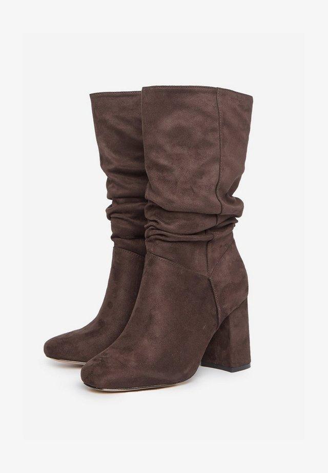 Stivali con i tacchi - brown