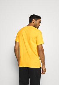 Nike Performance - NBA LA LAKERS DRY LOGO TEE - T-shirt imprimé - amarillo - 2