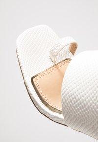 Head over Heels by Dune - JAYDEY - tåsandaler - white - 2