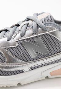 New Balance - WSXRC - Matalavartiset tennarit - grey - 2