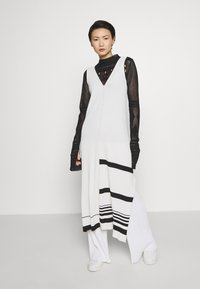 MRZ - KNIT DRESS SLEEVLESS - Pletené šaty - beige - 1