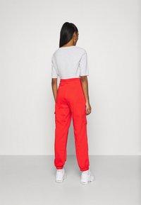 Nike Sportswear - PANT - Pantalones deportivos - crimson/black - 2