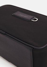 Calvin Klein - URBAN UTILITY WASHBAG UNISEX - Wash bag - black - 3