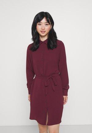 VMSAGA COLLAR SHIRT DRESS PETITE - Shirt dress - port royale
