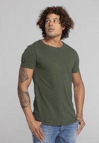 Liger - Basic T-shirt - military green - 3
