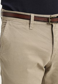 TOM TAILOR - ESSENTIAL SOLID - Trousers - chinchilla brown - 3