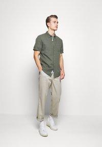 Farah - BELGROVE STRIPE TEE - Print T-shirt - vine green - 1