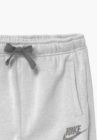 Nike Sportswear - BOTTOM - Pantaloni sportivi - light grey - 2