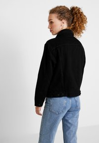 Levi's® - SHERPA TRUCKER - Denim jacket - forever black - 2