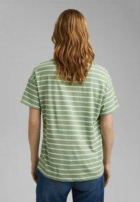 Esprit - Print T-shirt - leaf green - 2