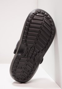 Crocs - CLASSIC LINED ROOMY FIT - Zuecos - black - 4