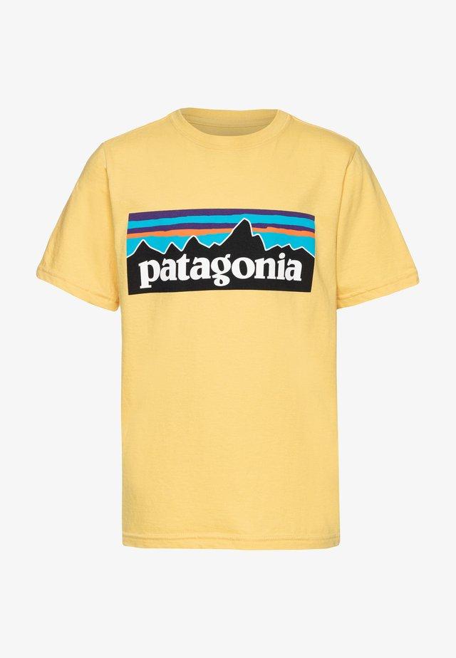 LOGO ORGANIC - Camiseta estampada - surfboard yellow