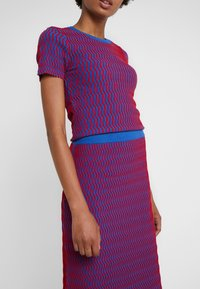 Opening Ceremony - SQUIGGLE SKIRT - A-line skirt - cobalt/cranberry - 4