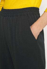 Sisley - Pantaloni sportivi - black - 4
